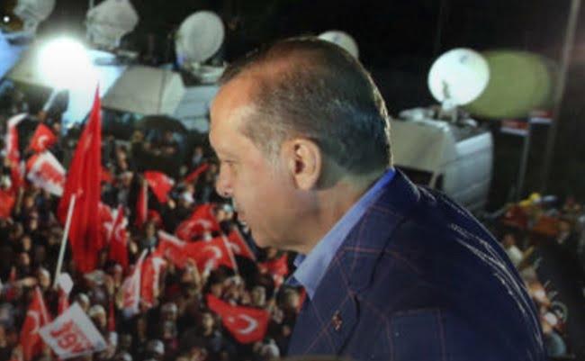 Turquie: Trump félicite Erdogan pour sa victoire au référendum