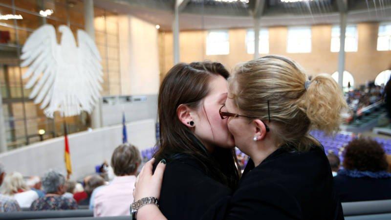 L'Allemagne légalise le mariage pour tous, Merkel a voté contre