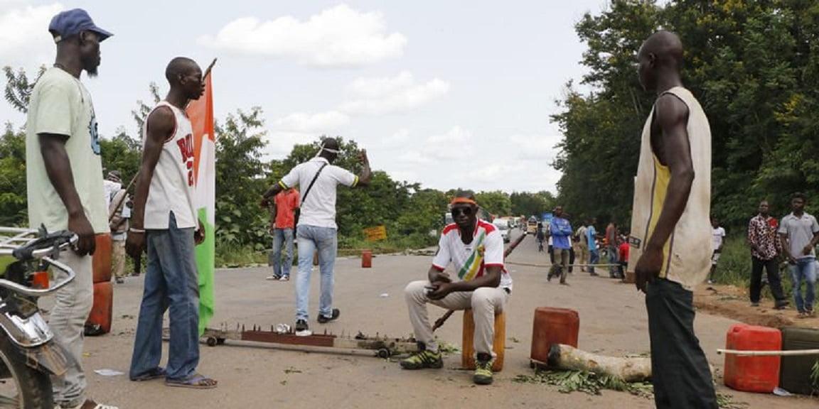 Des rebelles démobilisés bloquent une entrée de Bouaké — Côte d'Ivoire