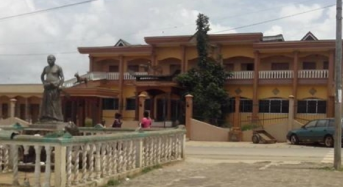 Crise de succession chefferie de Bonoua en Côte d'Ivoire: La «cour royale» saccagée, 5 arrestations