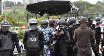 Côte d'Ivoire: Le rideau de fer coupe le pays en deux (FERRO M. Bally)