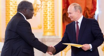 Côte-d'Ivoire: Roger Gnango a présenté sa lettre d'accréditation au Président Poutine