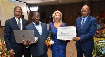 9e édition Prix CNP d'excellence: Dominique Ouattara rappelle «le traitement adéquat de l'information» aux journalistes