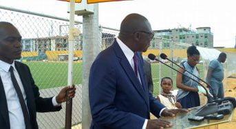 Yopougon Côte-d'Ivoire: La Fif inaugure un stade avec pelouse synthétique construit par la Fifa