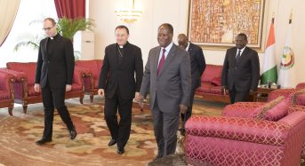 Le nonce apostolique Spiteri quitte la Côte-d'Ivoire en souhaitant «une démocratie transparente» au pays
