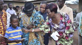 Côte-d'Ivoire: Mariatou Koné au chevet des victimes de l'intoxication alimentaire à Yakassé (12 morts)