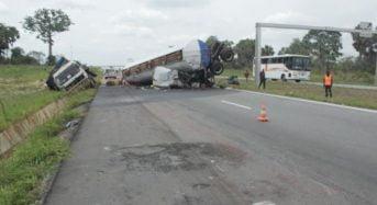 Deux passagers tués en Côte-d'Ivoire après la collision entre des camions remorques sur l'autoroute du nord