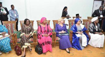 Côte-d'Ivoire: Dominique Ouattara avec plusieurs 1ères Dames au séminaire sur le cancer à Ouagadougou (OCI)