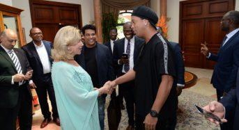 Le footballeur brésilien Ronaldinho est en Côte-d'Ivoire
